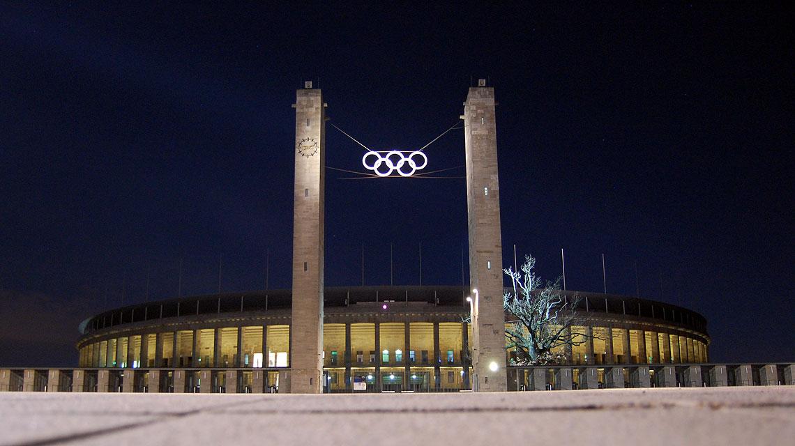 Olympiastadion-Berlin-Olympia-Ringe-Sterne