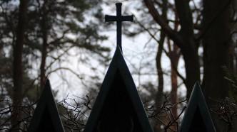 Friedhof-Grunewald-Forst-Willi-Schulz-Grabkreuz