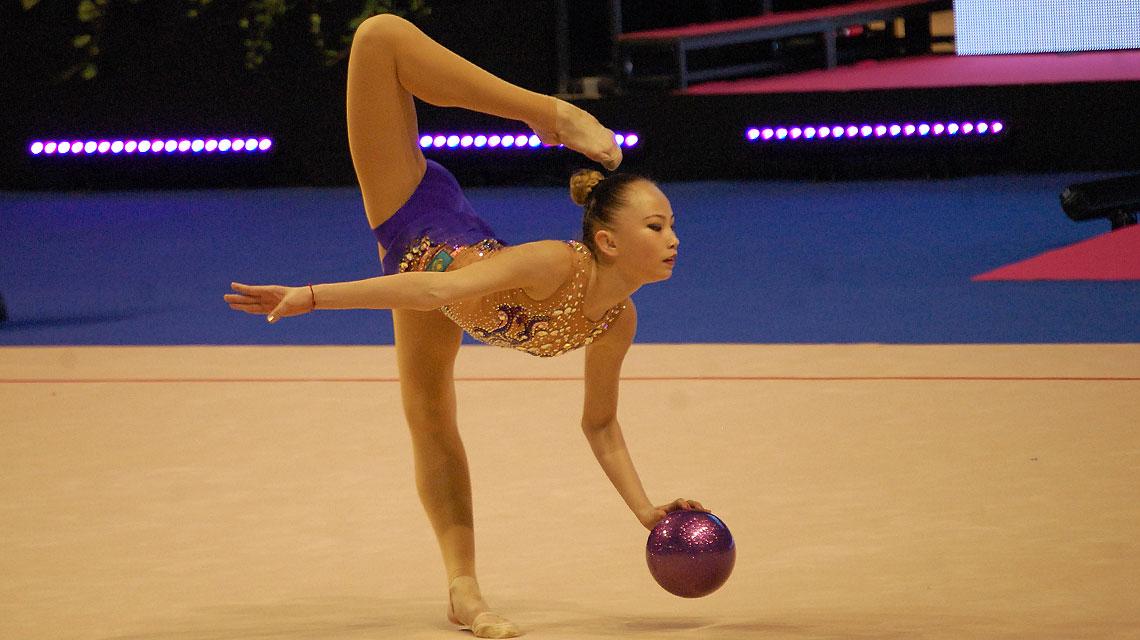 Sabina Ashirbayeva im Finale der Berlin Masters RSG 2016 bei der Disziplin Ball. (Foto: sccschneider)